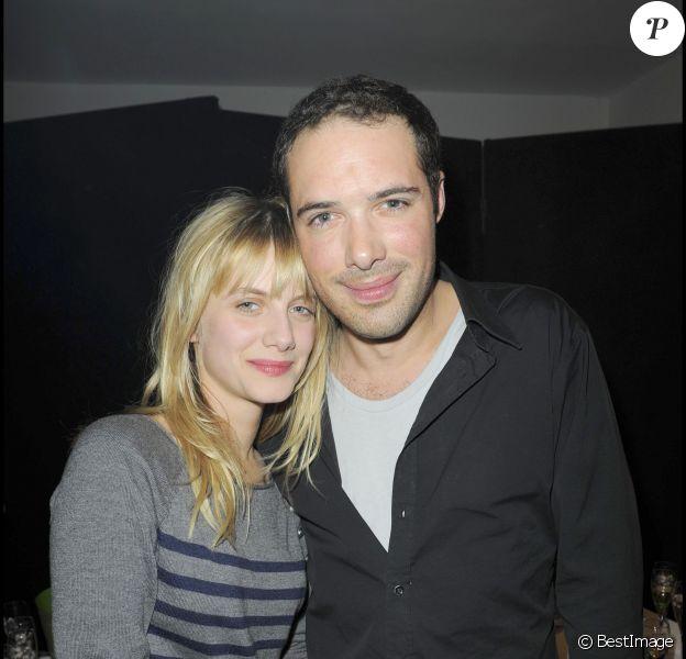 """Exclu - Nicolas Bedos et Mélanie Laurent après la générale de """"Promande de santé"""" au Théâtre La Pépinière, le 9 février 2010."""