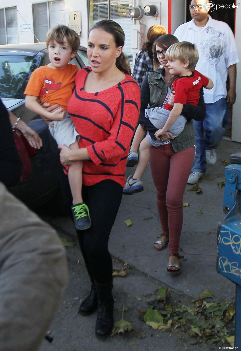 Exclusif – L'ex-femme de Charlie Sheen, Brooke Mueller, est allée recupérer ses jumeaux Bob et Max a l'école à Los Angeles, le 8 Novembre 2013.