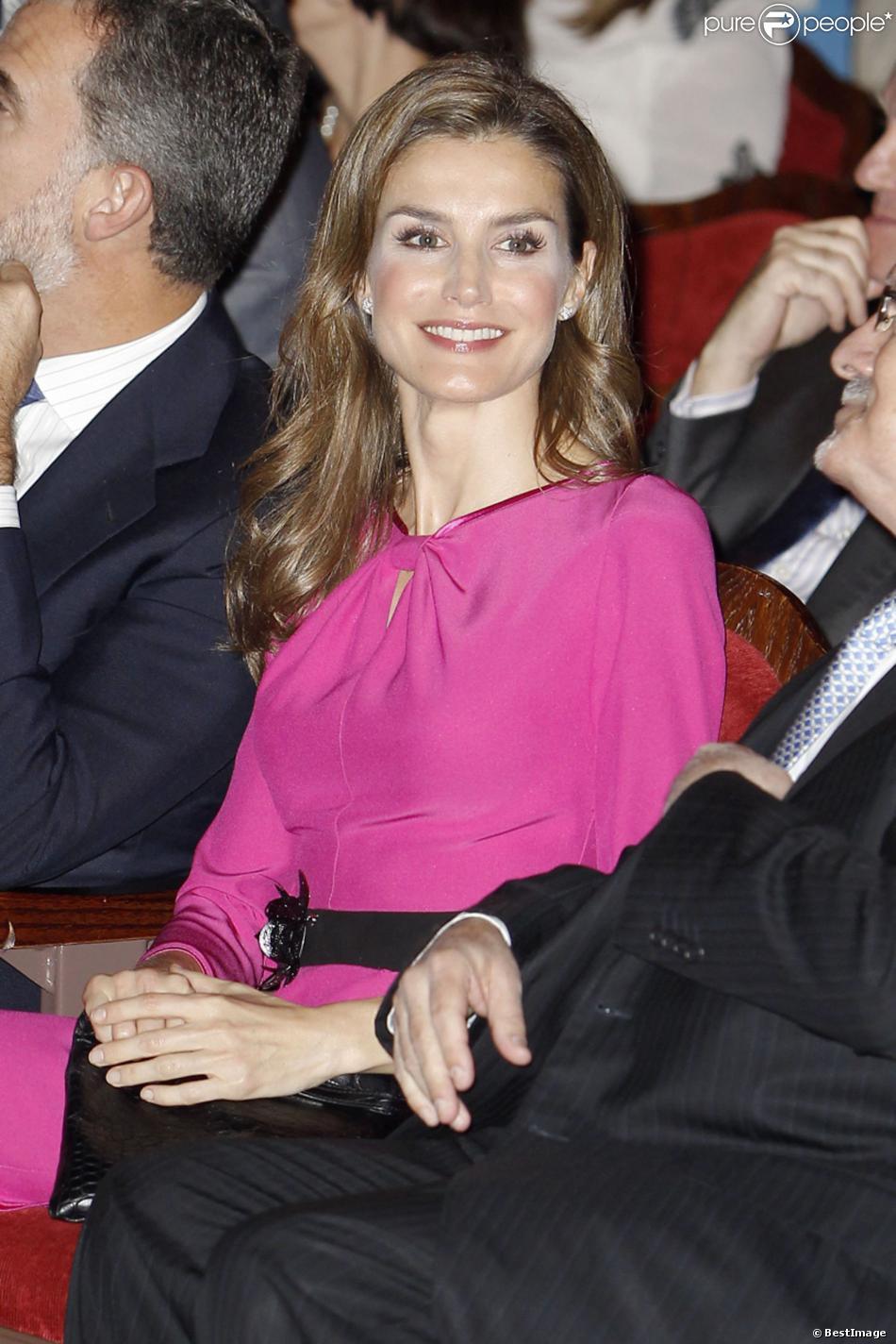 Letizia d'Espagne assiste à l'ouverture de la Foire Internationale du Livre de Miami le 17 novembre 2013.