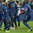 Blaise Matuidi et Mamadou Sakho après la victoire de l'équipe de France face à l'Ukraine (3-0), qui la qualifie pour le mondial 2014 au Brésil, le 19 novembre 2013 au Stade de France à Saint-Denis