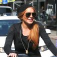 Lindsay Lohan et sa mère Dina se promènent à vélo dans les rues de New York. Le 8 octobre 2013.