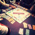 Partie de Monopoly entre Alizée, Grégoire Lyonnet et quelques amis.