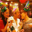 Miley Cyrus a fêté ses 21 ans après la soirée des American Music Awards à Los Angeles, le 25 novembre 2013.