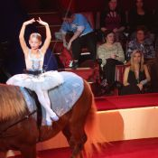 Stella Belmondo : Ballerine voltigeuse devant Jean-Paul et Natty épatés