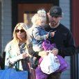 Exclusif - Jessica Simpson, son fiancé Eric Johnson et leurs enfants Maxwell et Ace Knute à Boston, le 25 novembre 2013.