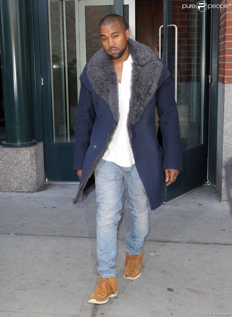 Kanye West sort de son appartement   224  SoHo  habill  233  d un manteau    Kanye West Son Justin
