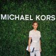 Le top israélien Bar Refaeli arrive à l'ouverture de la boutique Michael Kors à Milan le 4 décembre 2013