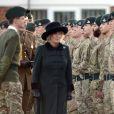 La duchesse Camilla de Cornouailles lors d'une cérémonie de bienvenue pour le retour des troupes à Camp Bulford, dans le Wiltshire