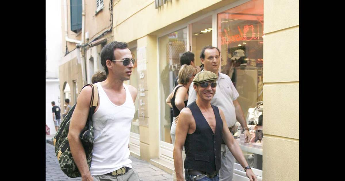PHOTOS : John Galliano et son petit ami font du shopping à Saint-Tropez -  Purepeople