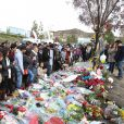 Les hommages à Paul Walker sur les lieux de l'accident à Santa Clarita, le 8 décembre 2013.