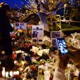 Les hommages à Paul Walker sur les lieux de l'accident à Santa Clarita, le 4 décembre 2013.