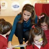 Letizia d'Espagne : Heureuse et attentive entourée d'enfants