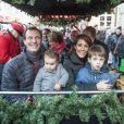 """"""" Toute la famille à bord du petit train de Noël ! Le prince Joachim et la princesse Marie de Danemark visitaient le 15 décembre 2013 avec leurs enfants le prince Henrik (4 ans) et la princesse Athena (bientôt 2 ans) le village de Noël de Tonder, non loin de leur domicile de Schackenborg. """""""