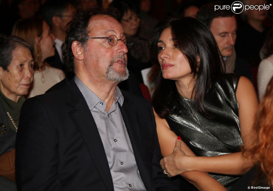 """Jean Reno et sa femme Zofia à la vente aux enchères caritative """"Solidarité Fukushima"""" organisée par Kenzo à Paris le 19 décembre 2013."""