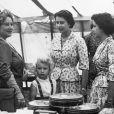 La reine mère, la princesse Anne, la reine Elizabeth II et la princesse Margaret le 20 août 1955.