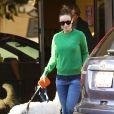 L'actrice Olivia Wilde, enceinte, dépose son chien dans un camp pour animaux domestique à Los Angeles, le 20 décembre 2013.