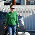Olivia Wilde, enceinte, dépose son chien dans un camp pour animaux domestique à Los Angeles, le 20 décembre 2013.