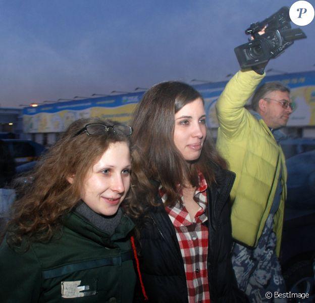 Les Pussy Riot Maria Alekhina et Nadejda Tolokonnikova se sont retrouvées à Krasnoïarsk le 24 décembre 2013.