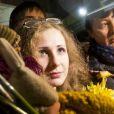 Maria Alekhina accueillie par des militants des droits de l'Homme à Moscou après sa libération le 23 décembre 2013.