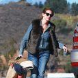 Exclusif - Julia Roberts va prendre un jet privé avec ses enfants Phinnaeus, Hazel et Henry à Los Angeles, le 23 décembre 2013.