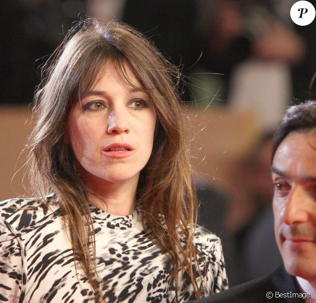 Charlotte Gainsbourg et Yvan Attal montent les marches pour Antichrist à Cannes le 18 mai 2009.