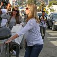 Emily Blunt, enceinte, fait du shopping avec une amie à Hollywood le 6 janvier 2014