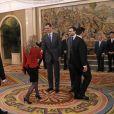 Le prince Felipe et la princesse Letizia d'Espagne lors d'audiences au palais de la Zarzuela à Madrid, le 8 janvier 2014, au lendemain de l'annonce de la mise en examen de l'infante Cristina dans l'affaire Noos.