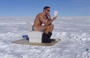 Alexander Skarsgard : Le beau gosse à nouveau nu, le pantalon sur les chevilles