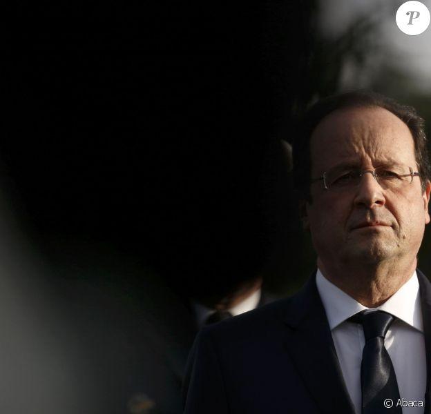 Le président français Francois Hollande visite la base aérienne de Creil, le 8 janvier 2014