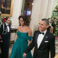 Michelle (en robe Marchesa) et Barack Obama lors d'une réception à la Maison Blanche. Washington, le 8 décembre 2013.