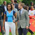 Michelle Obama et David Beckham jouent au football pour la campagne Let's Move! de la première dame. Londres, juillet 2012.