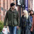 Dakota Fanning (19 ans) et Jamie Strachan (32 ans) se promenant à New York le 15 janvier 2014