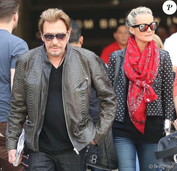 Johnny et Laeticia Hallyday arrivent à Los Angeles avec leurs fillettes, le 12 janiver 2014.