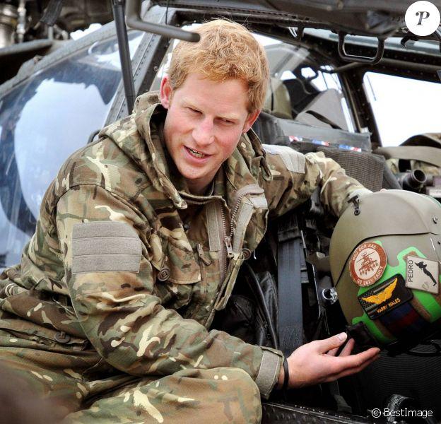 Le prince Harry en Afghanistan, à Camp Bastion dans la province du Helmand, lors de sa mission de septembre 2012 à janvier 2013. En janvier 2014, le Captain Wales, commandant d'Apache, renonce à piloter pour prendre un poste dans les bureaux de l'état-major, à Londres.