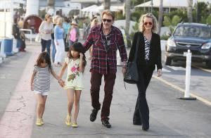 Johnny Hallyday et Laeticia, bouclée : Baiser romantique et balade en famille