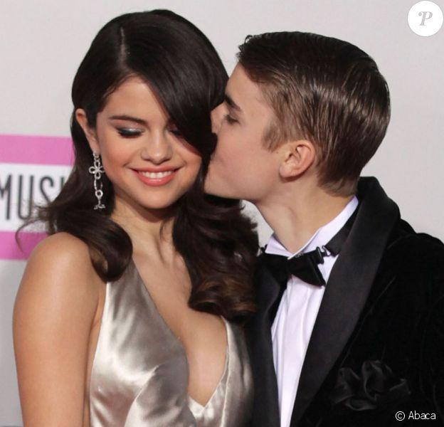 Justin Bieber et Selena Gomez lors des American Music Awards à Los Angeles le 20 novembre 2011