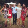 Jessica Michibata, John Button et ses filles Tanya, Samantha, Natasha lors de ses 70 ans