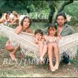 "Prix special - ""JANE BIRKIN"" ""CHARLOTTE GAINSBOURG"" ""SERGE GAINSBOURG"" ET ""KATE BARRY"" ""SERGE GAINSBOURG"" EN FAMILLE ""PLAN LARGE"" FEMININ HOMME CHANTEUR ENFANT CHANTEUSE ENFANT A SAINT TROPEZ19/07/1977 - Saint  Tropez"