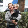 Hilary Duff se promène avec son fils Luca à Hollywood, le 26 janvier 2014.