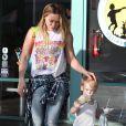 Hilary Duff et Luca à la sortie de Fit for Kids à West Hollywood, Los Angeles, le 29 janvier 2014.