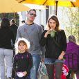 Jessica Alba, Cash Warren et leurs deux filles Honor et Haven profitent d'une journée ensoleillée à Los Angeles, le 1er février 2014.