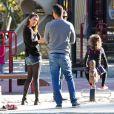 Jessica Alba, Cash Warren et leur fille Honor (5 ans) profitent d'une belle journée dans un parc pour enfants. Los Angeles, le 1er février 2014.