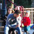 Jessica Alba, Cash Warren et leur fille Haven profitent d'une belle journée dans un parc pour enfants. Los Angeles, le 1er février 2014.