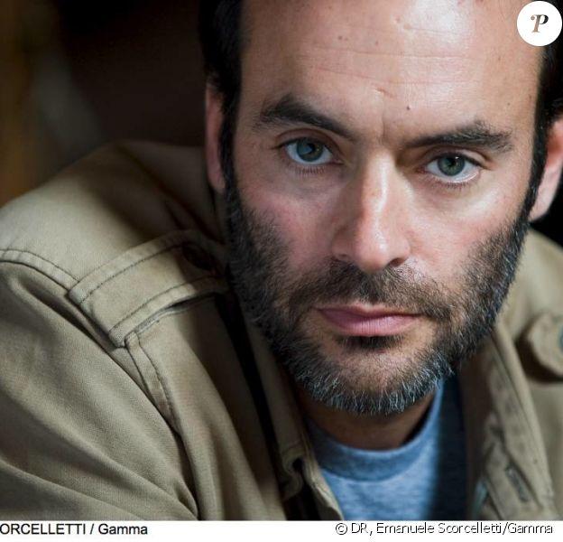 """Anthony Delon dans la peau du chirurgien Roman Lucas pour """"Interventions"""", nouvelle série événement de TF1 (2013)."""