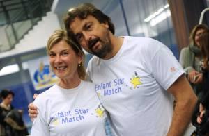 Henri Leconte et Michèle Laroque : Sourires et rires autour d'enfants courageux