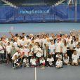 Henri Leconte et Michèle Laroque entourés des people et des enfants lors du lancement de l'opération Sourire gagnant de l'association Enfant Star & Match à Levallois-Perret le 10 février 2014