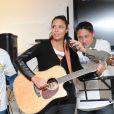 La chanteuse Zaho lors du lancement de l'opération Sourire gagnant de l'association Enfant Star & Match à Levallois-Perret le 10 février 2014