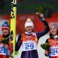 Coline Mattel, aux côtés de la championne olympique Vogt et d'Iraschko, a remporté la médaille de bronze lors de l'épreuve de saut à ski aux Jeux olympiques de Sotchi, le 11 février 2014