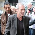 Hugh Laurie sort des studios de la radio RTL à Paris, le 29 avril 2013.