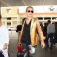 Sharon Stone à l'aéroport de Los Angeles, le 12 novembre 2013.